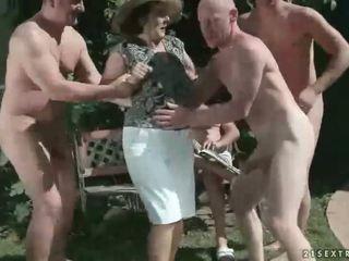 pissing, vecenīte, fetišs