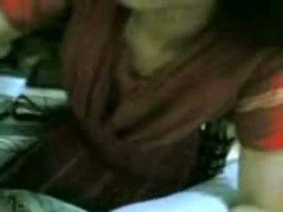 Космати индийски съпруга