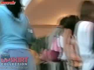 Click 这里 和 欣赏 业余 视频 同 该 dolls 赃物 wrapped 在 紧 fitting 牛仔裤
