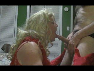 Rubia crossdresser blows grande polla duro
