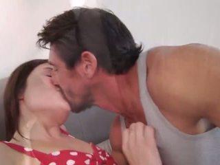 briunetė, bučiavimasis, grojimas