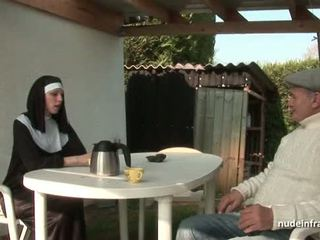 צעיר צרפתי נזירה מזוין קשה ב שלישיה עם papy מציצן