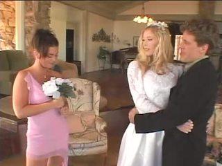 Bruid merken haar meid van honor gelukkig opnieuw