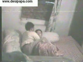 Ấn độ pair secretly filmed trong của họ phòng ngủ