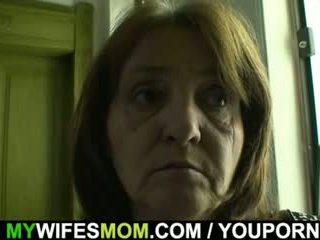 Hooters guy bangs sua gaja s velho mãe