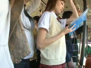 Kaori maeda has hänen kuuma emättimeen pie fingered sisään a julkinen bussi