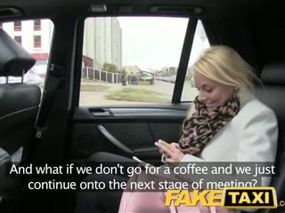 Faketaxi szőke vásárló seduced által taxi driver