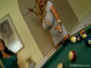 Грудаста немовлята трахкав в the billiard кімната