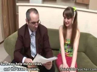 Voluptuous tiener student receives creamed door haar leraar