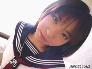 Teenaged japoniškas mišrūs studentai gives jos pirmas cocksuck