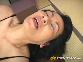 Porner premium: madura asiática perra gets toyed con un vibrador