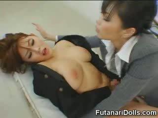 Futanari tastes eigen sperma!