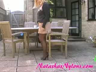 주부 에 갈색 팬티 스타킹 stiletto 높은 발 뒤꿈치 과 mini 스커트