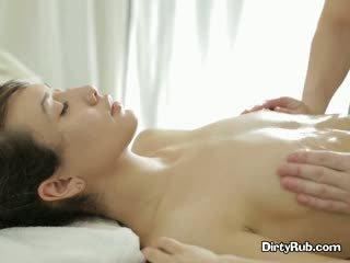 Ada loves getting haar poesje geolied omhoog en massaged