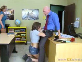 Jovem grávida e madrasta worships escola teachers grande caralho