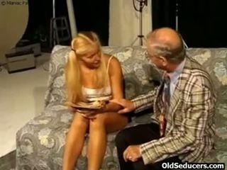 Teeny 性交 由 角質 爺爺