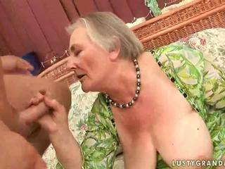 Shumë i vjetër gjoksmadhe gjysh enjoying nxehtë seks