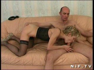 Frans milf diep anaal geneukt