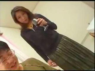 Japonská maminka teaches syn english
