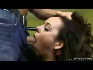 πεολειξία, μεγάλο πέος, βαθιά στο λαιμό