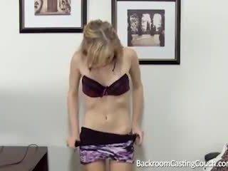 Barely juridiske anal & creampie casting