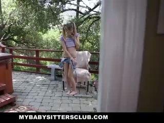 Mybabysittersclub - крихітна дитина sitter спіймана мастурбує