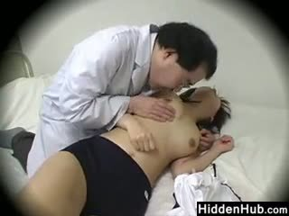Doktor ficken schoolgirls im die büro
