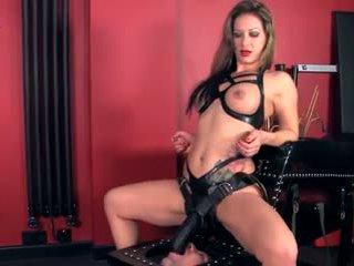 Pavēlniece using viņai gigants strapon līdz jāšanās viņai vergs: porno 34
