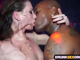 Slutty euro holky zkurvenej v the klub