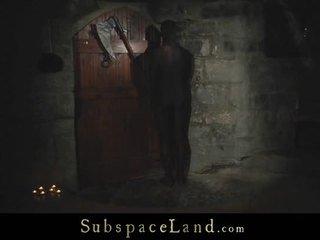 Withheld slaves tortured uz the ārpuses auksts
