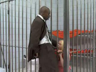 Loira em cadeia fucks um negra caralho