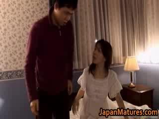 Zralý japonská modelu gets fingered