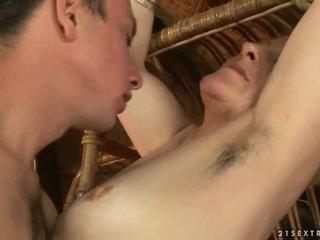 Babička a chlapec enjoying horký pohlaví