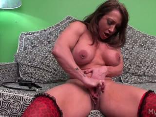 Brandimae pumps ei mare muscle clitoris