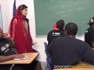 Nadia ali learns kuni käepide a bunch kohta mustanahaline cocks