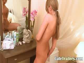 Blondie meisje ivana waiting voor een vriend
