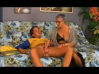 Velho vovó takes ele em o cu, grátis anal porno 12