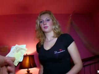 Сексуальна чешка дівчина трахкав для sum з гроші
