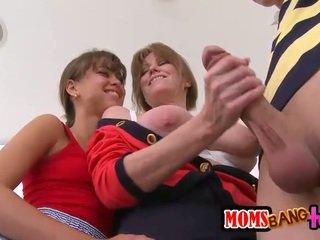 Remaja dan ibu tiri berbagi sebuah baik keras titit