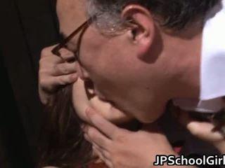 Armas kool tüdruk keppimine koos õpetaja