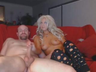 Nxehtë bjonde thith i madh kokosh e thellë në të saj throat: falas porno 9a