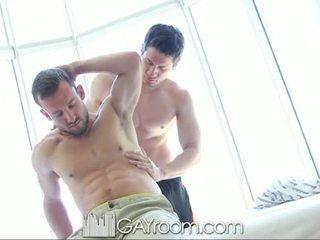 Gayroom upslika muscle guy fucked after oil mas