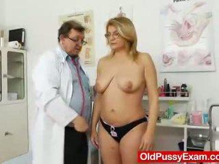 Experiencing pleasures pendant une dame gyno