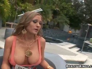 Abby rode knull upp och getting rewarded för kön