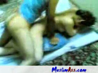 Iranian プライベート セックス ビデオ doggy スタイル