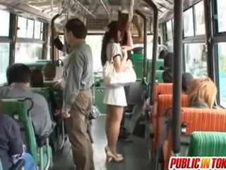 Yuu asakura עם a זין ב the אוטובוס