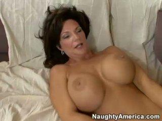 Napalone mamuśka deauxma receives a świeży load z sperma w że boyr usta