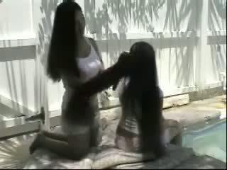 Cecelia ו - trinty dual ארוך שערה brushing: חופשי פורנו 17