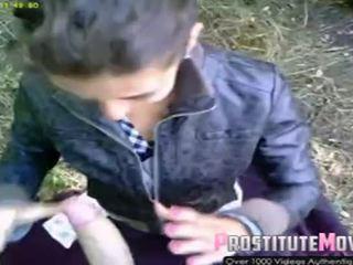Gatvė prostitutė rumuniškas čiulpimas ir nuleidimas ant veido