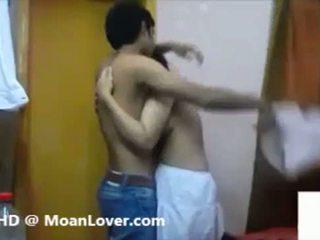 Seksualu indiškas pora kietas bučiavimasis